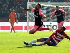 Víctor Díaz lamentó la derrota en el Camp Nou. EFE