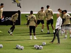 Zidane tiene un par de espinas clavadas. EFE/Archivo