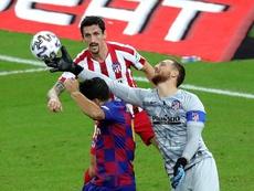 Oblak quiere atrapar a dos leyendas del Atlético. EFE