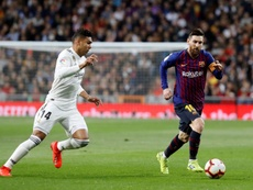 Guti, aux pieds de Messi. EFE