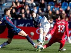 El Alavés falló mucho, pero venció en el Ciutat de València. EFE