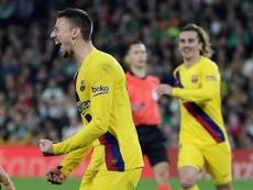 Lenglet cree que el parón beneficiará a Messi y Griezmann. EFE/Julio Muñoz