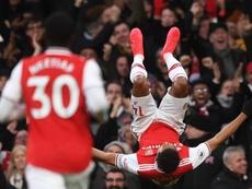 El gabonés hizo un doblete para dar el triunfo al Arsenal. EFE