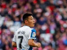Segundo a imprensa britânica, Wu Lei foi oferecido ao Watford. EFE/ Emilio Naranjo/Arquivo