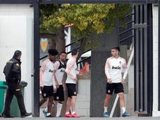El Valencia tendría 25 contagiados entre jugadores y trabajadores. EFE