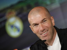 Record-breaking Zidane celebrates his 48 birthday with Real Madrid on top. EFE