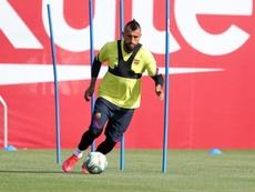 Estigarribia difende Vidal. EFE