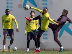 El 'like' de Arturo Vidal que hace soñar a Boca. EFE/Archivo