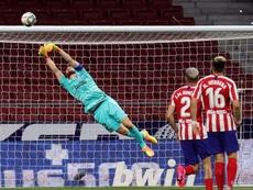 El Atlético es mucho más fuerte en defensa en Liga que en Champions. EFE