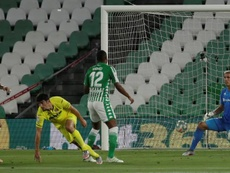 Moreno double keeps Villarreal on Champions League path