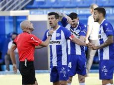 Manu García, aliviado tras sellar la permanencia. EFE