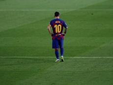 Ex-volante Edmílson comenta a dependência de Messi no Barcelona. EFE/Alberto Estévez