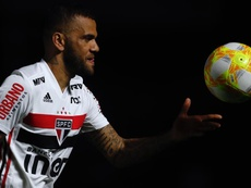 Daniel Alves volta e faz jogo apagado no São Paulo contra o Internacional. EFE/Fernando Bizerra Jr/A