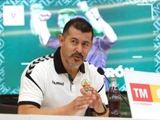Almirón no se fía de la crisis del Valencia. EFE