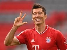 Lewandowski soma dez gols e três assistências em cinco partidas na Bundesliga. EFE/EPA/LUKAS BARTH