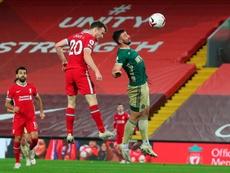 El Liverpool cambia el esmoquin por el mono para reencontrarse con la victoria. EFE