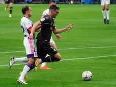 Real Valladolid teve a expulsão de Nacho neste lance de falta sobre Lucas Pérez. EFE/R. García