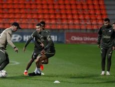El Atlético se entrenó con seis jugadores del primer equipo. EFE