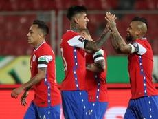 Chile se impuso a Perú con dos tantos de Arturo Vidal. EFE