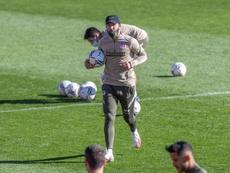 Simeone comandou treino do Atlético com desfalques às vésperas da Champions. EFE/Rodrigo Jiménez
