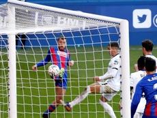 Enrich faló un penalti contra el Betis. EFE