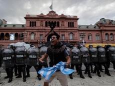 Miles de aficionados despiden a Maradona. EFE