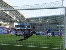 El Liverpool perdió a Milner, lesionado en la segunda parte. EFE