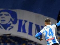 Naples porté par Maradona face à la Roma. EFE