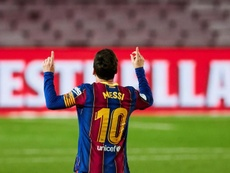 Leo Messi vem recebendo convites de jogadores do PSG. EFE/Alejandro García/Arquivo