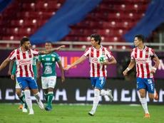 León y Chivas buscan el pase a la final. EFE