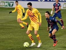 Busquets chegou aos 600 jogos como culé contra o Granada. EFE