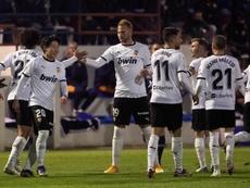 El Valencia sigue peleando al límite. EFE