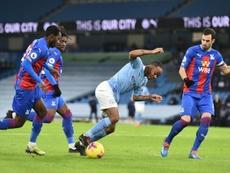 El City aprovecha el regalo de Anfield. EFE/Peter Powell