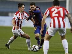 Messi se enfrenta a entre cuatro y 12 partidos de sanción por su agresión. EFE/José Manuel Vidal