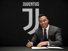 Alex Sandro rinnova con la Juventus. JuventusFC