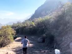 Alexis Sánchez se prepara en solitario para volver en forma. Captura/alexis_officia1