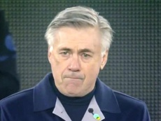 Su cara lo dice todo: Ancelotti, emocionado por Maradona. Captura/DAZN