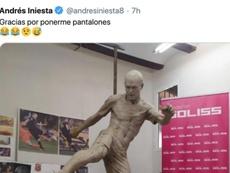 Iniesta brincou sobre a sua estátua. Captura/Twitter/andresiniesta8