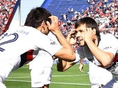 Ángel Romero recebe passe do irmão e marca seu primeiro pelo San Lorenzo. San Lorenzo