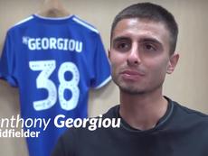 Anthony Georgiou fue presentado como nuevo jugador del Ipswich Town. Twitter/Ipswich Town