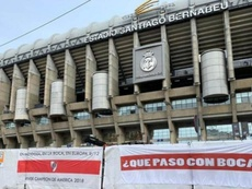 Aparecen banderas 'millonarias' contra Boca en el Bernabéu. Twitter/TodoRiver