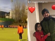 Arturo Vidal estuvo presente en el entrenamiento de su hijo. Instagram/kingarturo23oficial