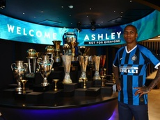 Ashley Young é o novo jogador da Inter. Twitter/Inter