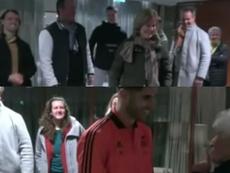 Asensio se saludó con toda su familia. Captura/RealMadridTV