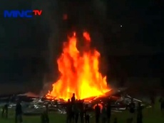 Batalha campal na Indonésia. Captura/MNCTv