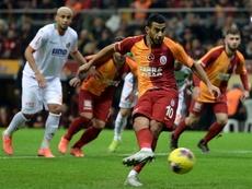 El Galatasaray se acerca a Europa de penalti. GalatasaraySK