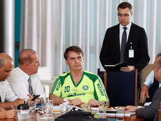 Bolsonaro com uma camisa fake do Palmeiras. Instagram @jairmessiasbolsonaro