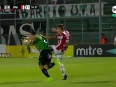 Unión jugó los últimos diez minutos con uno menos. Captura/TNTSportsLA