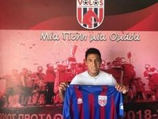 Sarmiento firmó, jugó 8 minutos y rescindió con Volos. Twitter/FCVolos