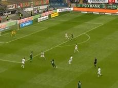 Caiuby anotó un gol soberbio ante el Eintracht. Twitter/SkySports